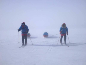 Two skiers on the South Pole plateau