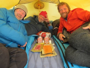 Stein P. Aasheim, Vegard Ulvang and Harald Dag Jølle in a tent.