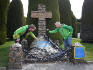 Harald Dag and Stein at the monument marking the grave of Adolf Amandus Andresen