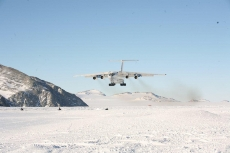 Ilyushin il-76 landing on Union Glacier.
