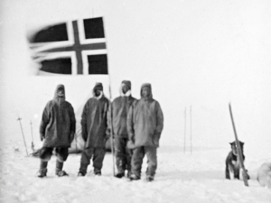 Wisting, Bjaaland, Hassel, and Amundsen on the South Pole, 14 December 1911, with the Norwegian flag.