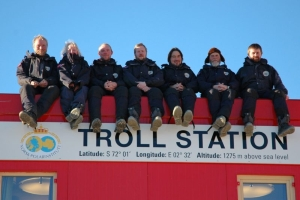 The first overwintering team at Troll in 2005. Left to right: Olav Tåsåsen, Vibeke Hedanger Nissen, Ole Johannessen, Ole Torbjørn Lien, Arne Sommers, Morten Andreas Hansen and Arne Oddvar Bergdal.