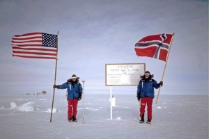 Liv Arnesen and Ann Bancroft at the South Pole in 2001